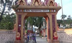 Khmer pagoda helps disadvantaged children attend school