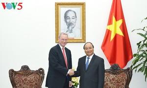 Premierminister Nguyen Xuan Phuc trifft den Vorstandsvorsitzenden von Alphabet Inc.