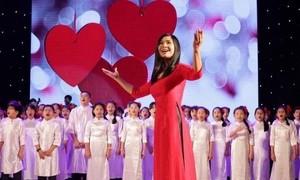 Sol Art director Dang Chau Anh develops chorus art in Vietnam