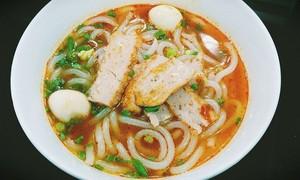 Hấp dẫn món bánh canh chả cá  của thành phố biển Quy Nhơn