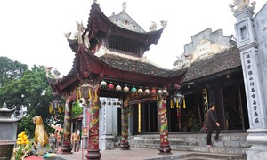 Cua Ong temple overlooks magnificent Bai Tu Long Bay