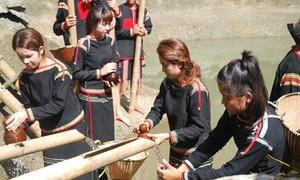 Verehrungszeremonien an Teichen der Ede