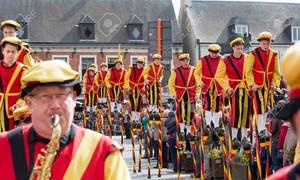 Stilt Walking of Belgium: fights on stilts