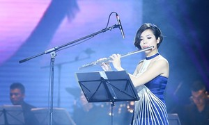 Seniwati seruling flute Le Thu Huong membawa  irama Viet Nam ke berbagai konser musik internasional