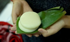 Banh giay Quan Ganh, a specialty of Hanoi
