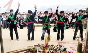 เอกลักษณ์งานเทศกาล เกว่ลาลอง ของชนเผ่าก๊ง