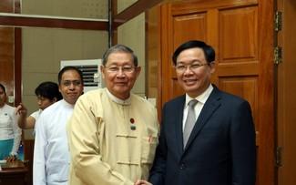 Вице-премьер Выонг Динь Хюэ продолжает визит в Мьянму