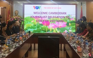VOV continues technical support for Cambodian Radio