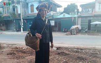 Shoulder bamboo basket of Thai women