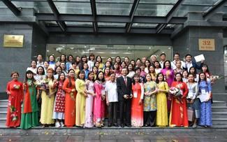 80 Vietnamese expats complete Vietnamese language training course