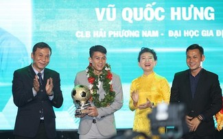 Vu Quoc Hung wins futsal award