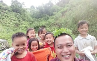 """Architect Pham Dinh Quy, an """"honorary teacher"""" in mountain region"""