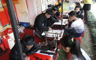 Tet tradition keeps calligraphy alive