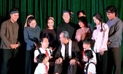 "Obra teatral ""Antigua Huella"" con entrañable imagen del Presidente Ho Chi Minh"
