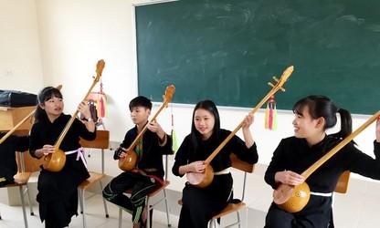 Quang Ninh estimula a los niños a preservar la identidad cultural de sus etnias