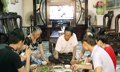 全家饭增进河内家庭的感情