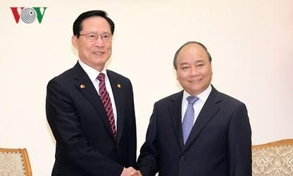 베트남 국무총리, 한국 국방 장관과 회담