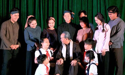 """Dấu xưa"" (The Leader) – a historical play about President Ho Chi Minh"