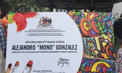 Efectúan en Hanói el intercambio de pintura mural con el famoso pintor chileno