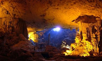 Il y a-t-il beaucoup de grottes qui se visitent au Vietnam?