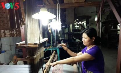 Die langjährige Tradition des Seidendorfs Van Phuc
