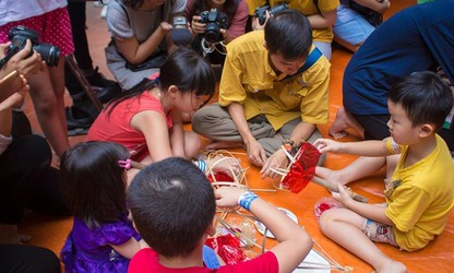 Making Mid-Autumn traditional toys with artisans