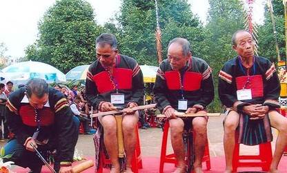 Bamboo gong, a special instrument of the Ede