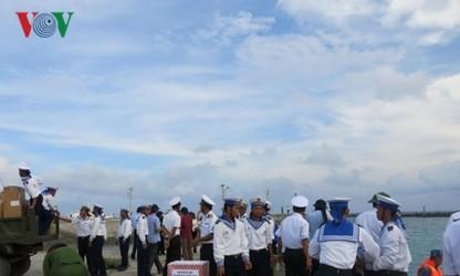 Tet gifts warm up Truong Sa islanders' hearts