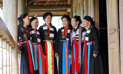 Độc đáo trang phục truyền thống của người phụ nữ Cao Lan ở Bắc Giang