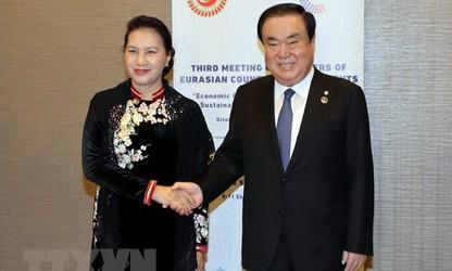 한국과 베트남 양국 관계의 강력한 전면적 발전 추세 유지