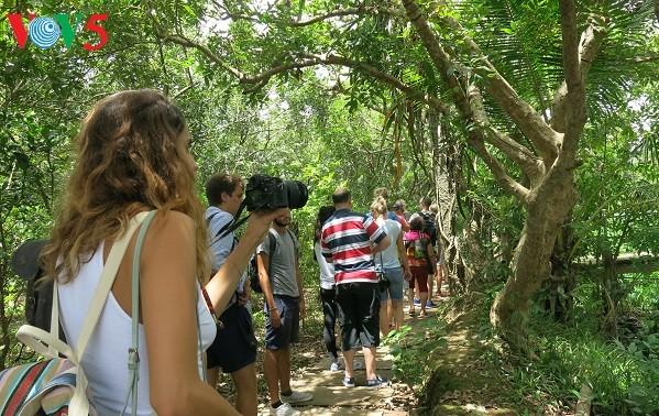 Thoi Son residents do eco-tourism
