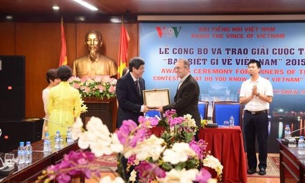 """VOV überreicht Preise des Wettbewerbs """"Was wissen Sie über Vietnam?"""""""