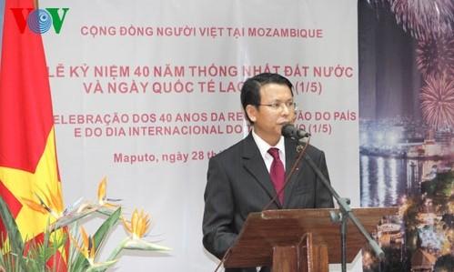 Aktivitäten im Ausland zum 40. Jahrestag der Vereinigung Vietnams
