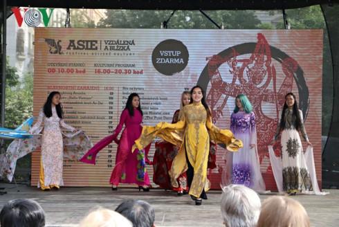 Werbung für das Image Vietnams beim Asiatischen Kulturfest in Tschechien