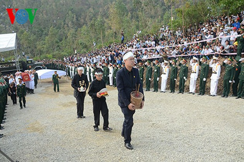 Церемония похорон генерала Во Нгуен Зяпа в Куангбине
