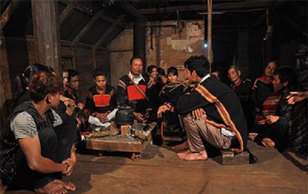 Nyanyian Eirei dari warga etnis minoritas Ede - Omong-omong dengan musik