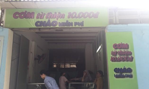 Comidas caritativas en Hanói