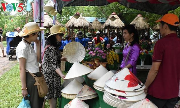 ตลาดชนบท-ผลิตภัณฑ์การท่องเที่ยวชุมชนในจังหวัดเถื่อเทียนเว้