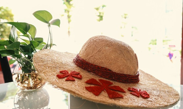 Ben Tre-born student turns coir into hats