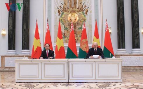 Presiden Vietnam, Tran Dai Quang mengakhiri dengan baik kunjungan resmi di Republik Belarus