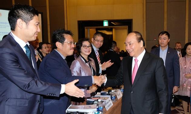 Премьер Вьетнама Нгуен Суан Фук принял участие во Вьетнамском бизнес-форуме 2017