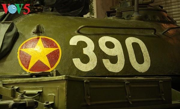 一睹1975年4月30日撞倒独立宫铁门的390号坦克风采