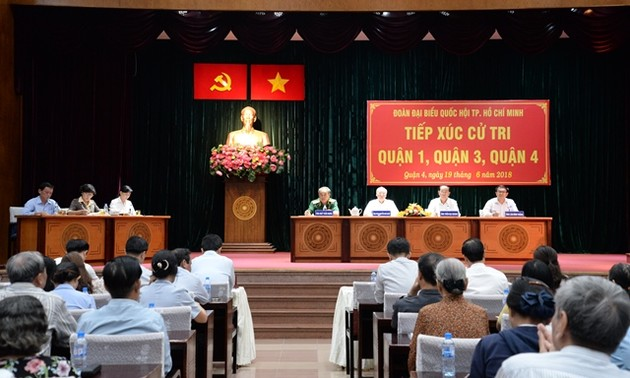 Staatspräsident Tran Dai Quang trifft Wähler in Ho Chi Minh Stadt