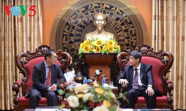 กระชับความร่วมมือด้านสื่อมวลชนระหว่างเวียดนามกับคาซัคสถาน