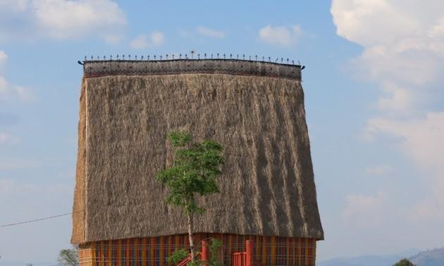 Ciri-ciri khas dari rumah-rumah gadang warga etnis minoritas Xo Dang