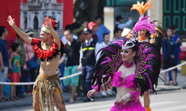 河内街头狂欢节——纪念河内获颁《和平城市》称号20周年