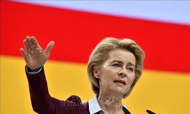 German Defense Minister open for Brexit extension