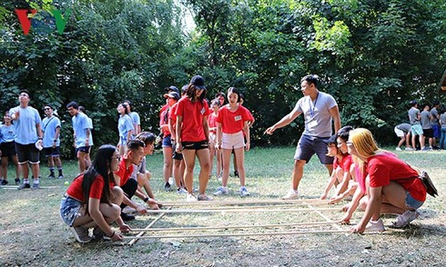 Summer camp for Vietnamese youths in Europe opens in Hungary