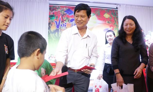 Mid-autumn festival held for disadvantaged children