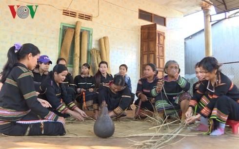 Jarai people's Pran mat craft